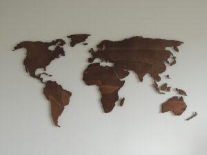 Houten wereldkaart aan je muur